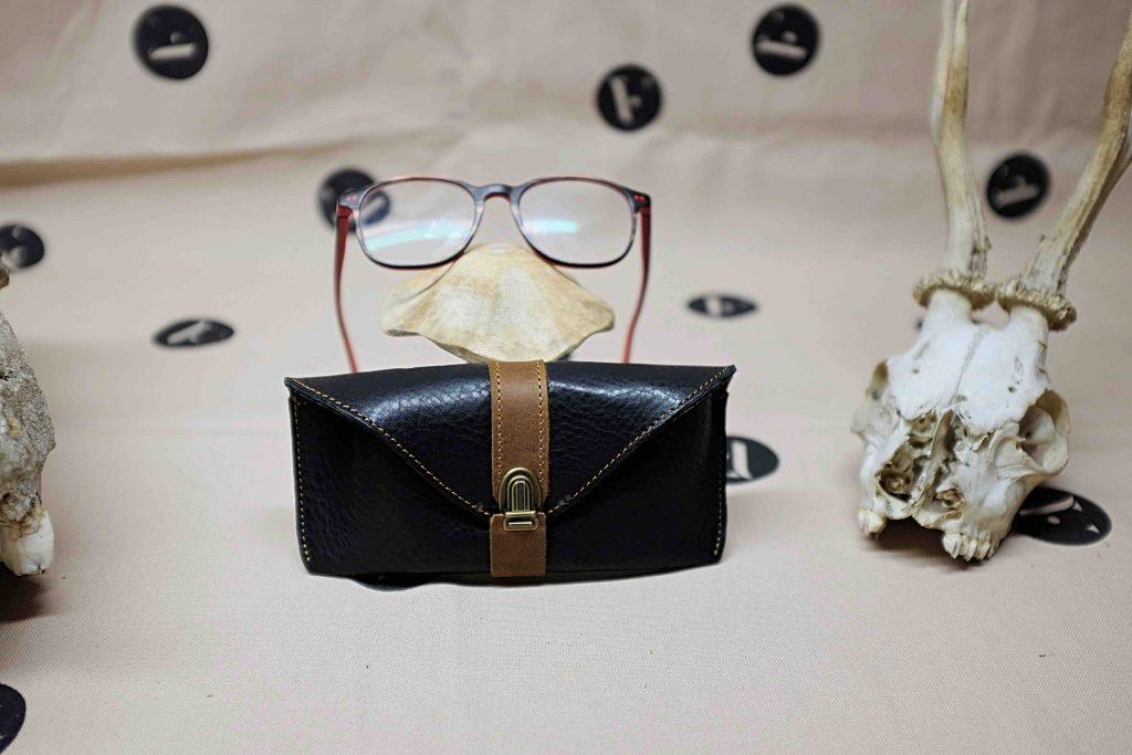 étui-a-lunettes-cuir-maroquinier-artisant-france-DSCF7151_Fotor